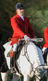 Huntsman Andrew Osborne MFH at the meet