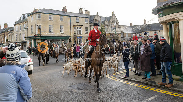 Hounds leave the Market place in Uppingham