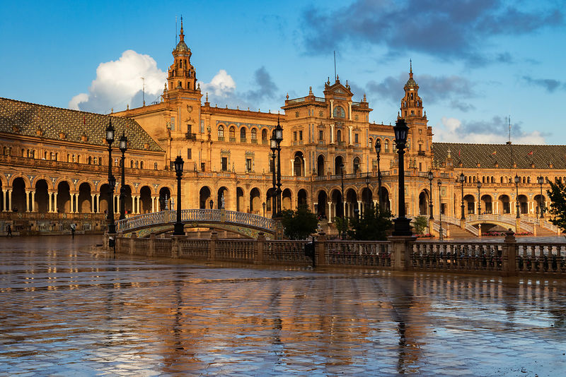 Central Building at the Plaza de España