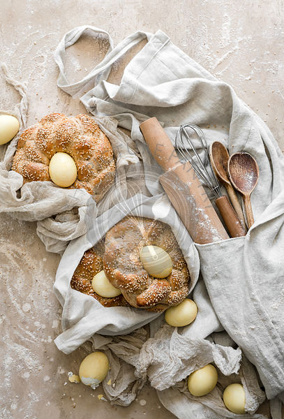 Easter Bread Nests made with wheat bread and eggs.