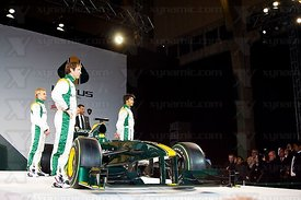 Heikki Kovalainen (FIN), Jarno Trulli (ITA), Mike Gascoyne (GBR), Tony Fernandes (MAS), Fairuz Fauzy (MAS), Lotus Cosworth T127 F1 Launch, Royal Horticultural Hall, London, GBR