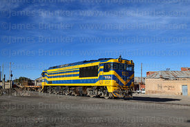 Hitachi Mitsubishi BFA-32M #1021 diesel locomotive leaving Uyuni station with a goods train, Bolivia