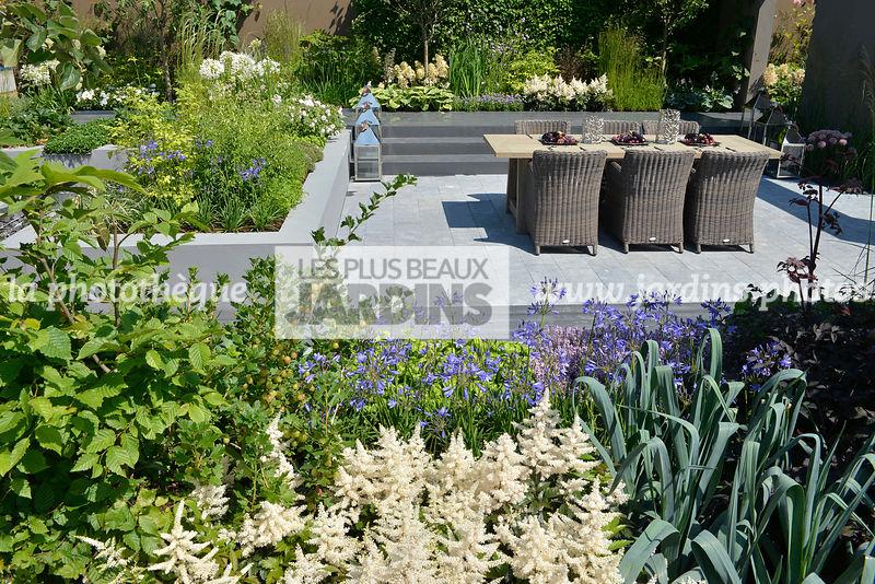 la phototh que les plus beaux jardins terrasse contemporaine en contrebas mobilier de. Black Bedroom Furniture Sets. Home Design Ideas