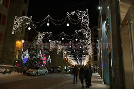Evening Shopping in Saint St. Moritz via Serlas
