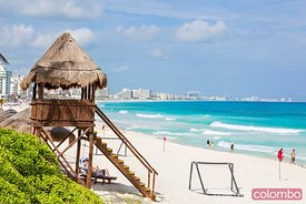 Beach in the hotel zone with lifeguard tower, Cancun, Mexico
