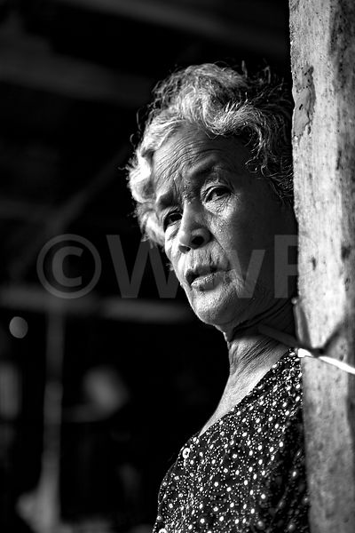 _W_P7622-Cambodian-Granny-watch-you