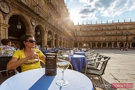 Tourst at tapas bar, plaza Mayor, Salamanca, Spain
