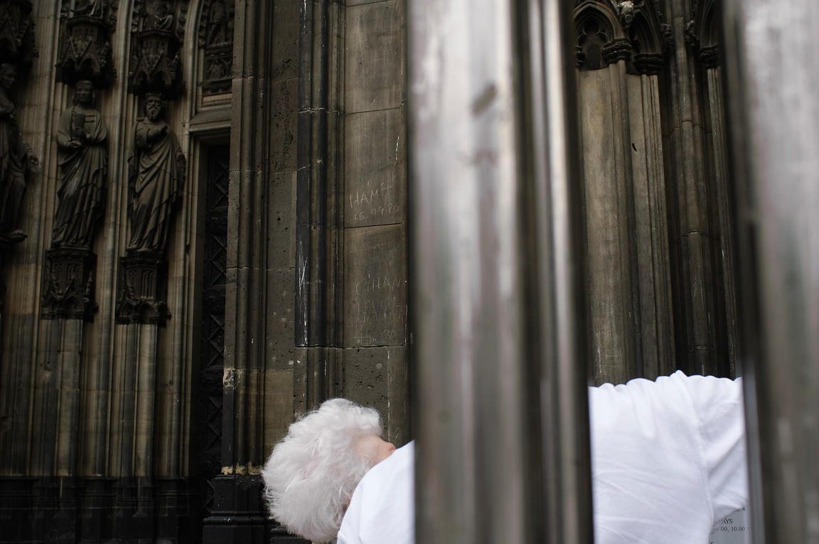 the portal Cologne cathedral Westportal streetphotography
