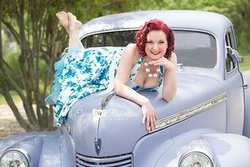 Erica-Robertson-Pin-Up-Clasic-Car