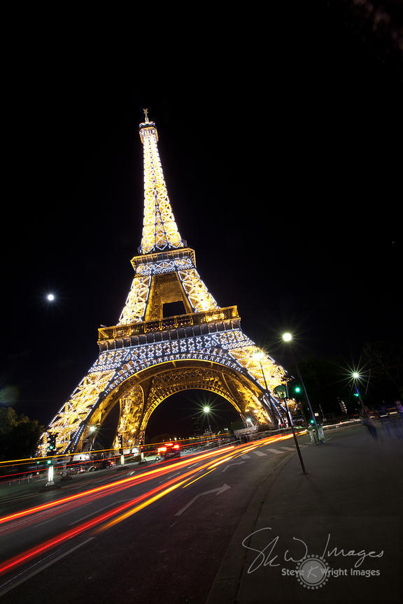 skw images passing traffic and the eiffel tower at night paris france. Black Bedroom Furniture Sets. Home Design Ideas