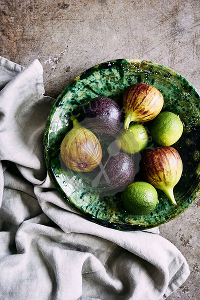 Fresh fruit bowl with figs and limes