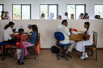 Medical-clinic-Bogawantalawa-Sri-Lanka-copyright-Rob-Johns-MG_3933