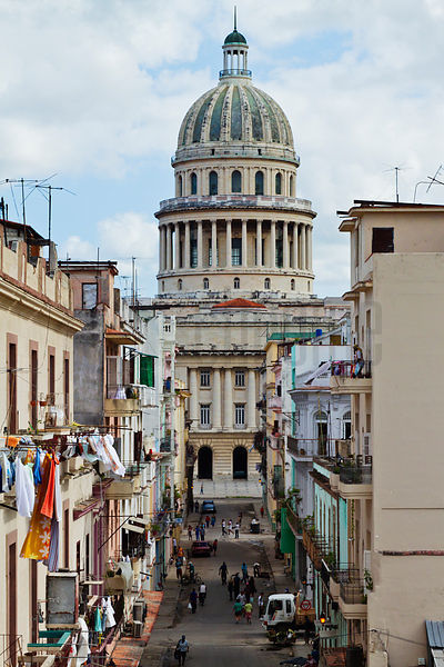 View of the Capitolio from Calle Barcelona