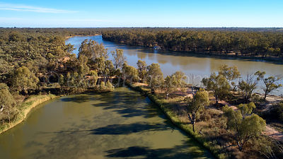 Cowanna Billabong and Murray River, Yelta, Victoria, Australia.