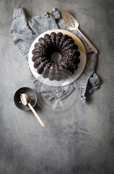 Dark chocolate bundt cake