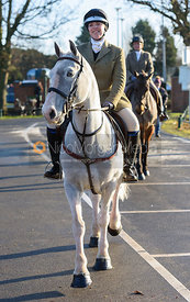 arriving at the meet - The Cottesmore Hunt in Melton Mowbray 2/1