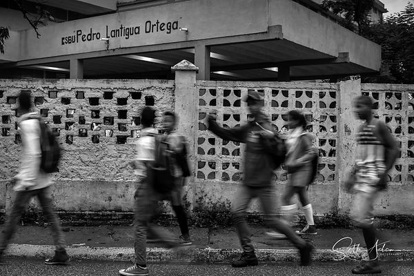 Kids_Walking_School_bnw_(1_of_1)