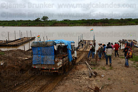 Truck boarding raft to cross the River Mamoré between San Ignacio de Moxos and Trinidad , Beni , Bolivia