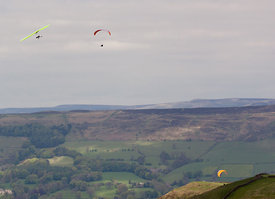 Hang gliders and paragliders