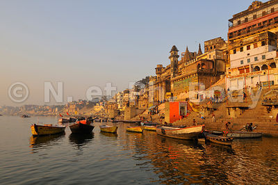 INDE, VARANASI, BENARES, PALAIS SUR LES GHATS//INDIA, UTTAR PRADESH, VARANASI, PALACES ON THE GHATS