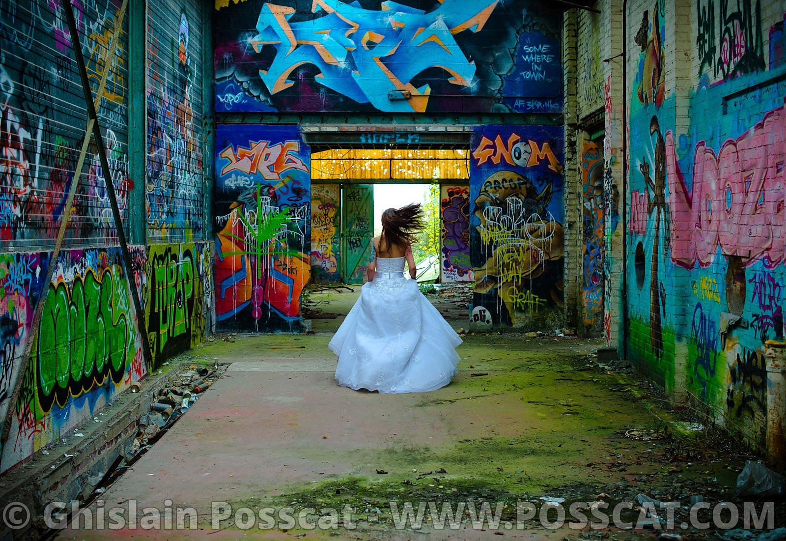 trash the dress  - Bride in urbex
