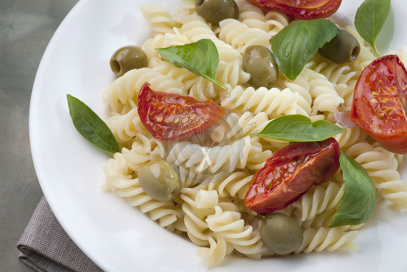 Pasta with baked tomatoes and green olives