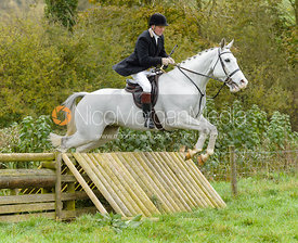 Willie Reardon jumping the hunt jump at Peakes Covert