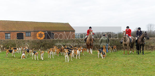 Huntsman, hounds, Michael Dungworth MFH, Lady Sarah McCorquodale at Sheepwash 31/12