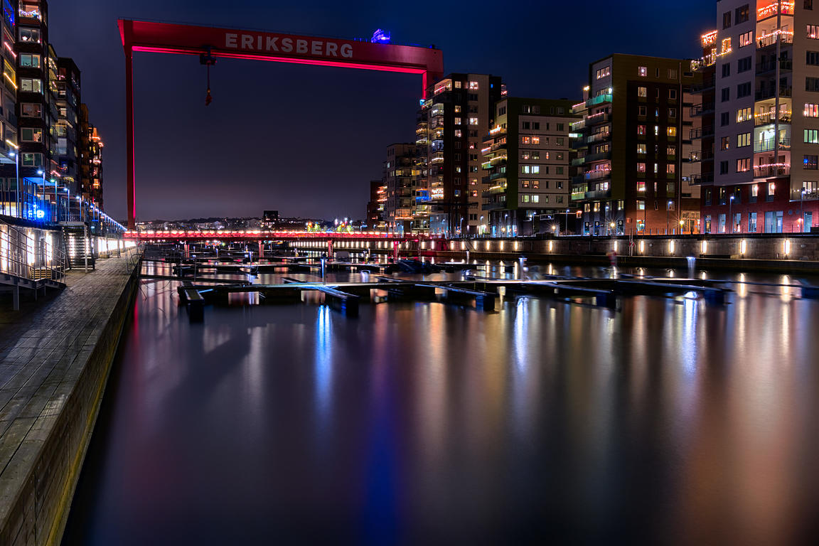 Eriksberg at night