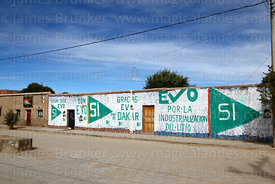 Propaganda showing support for Evo Morales for 2016 constitutional referendum, Uyuni, Bolivia