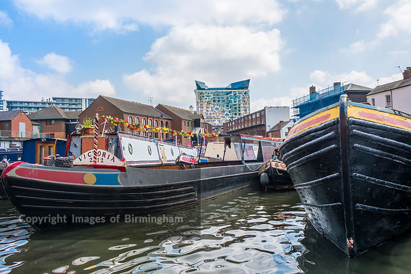 Gas Street Basin canal and The Cube building, Birmingham