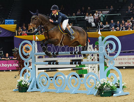 Nicole Pavitt and Abeer - The Horse and Hound Foxhunter, Horse of the Year Show 2010