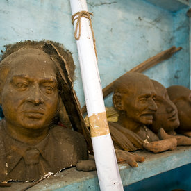 Casts of heads in the workshop