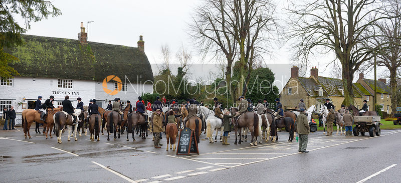 The Cottesmore Hunt at The Sun Inn 6/1 photos
