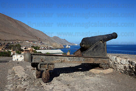 Cannon on cast iron wheeled carriage at a former Peruvian land battery , Pisagua , Region I , Chile