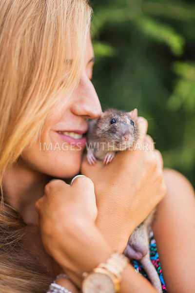 woman holding rat