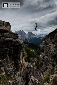 Highliner beim Monte Piana Highline Meeting 2014. Dolomiten, Italien.