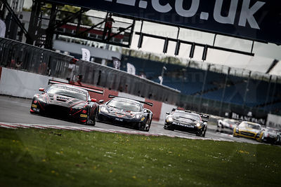 180 Mark Poole / Richard Abra / Joe Osborne Barwell Aston Martin Vantage GT3