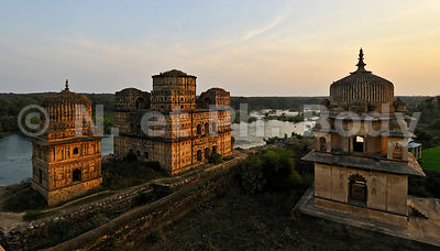 INDIA, MADHYA PRADESH, ORCHHA, MAUSOLEUM OF BUNDELA PRINCES