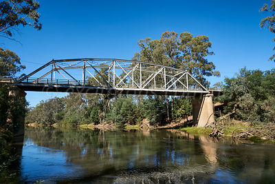 River bridge over Goulburn River at Murchison.