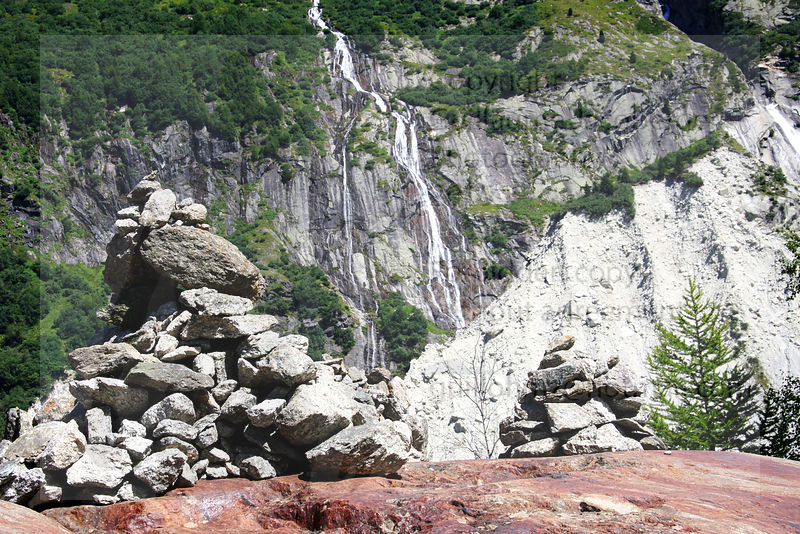 Waterfalls_in_french_alps_24