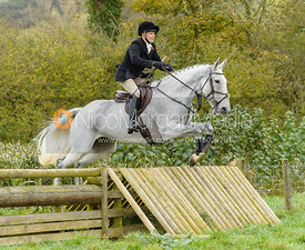 Margo Sly jumping the hunt jump at Peakes Covert