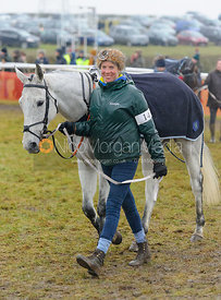Lucy Jackson and OURGOLDWELL - Race 8 - Maiden - Midlands Area Club Point-to-point 2017, Thorpe Lodge 29/1