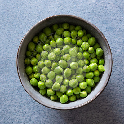 Shelled green peas in a bowl.