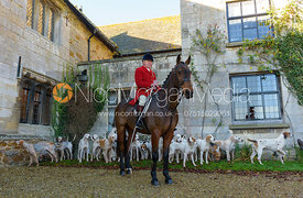 Peter Collins and hounds at the meet at Ingarsby Hall 27/10