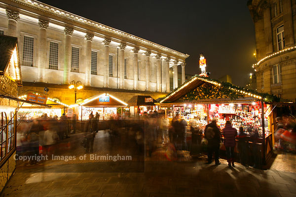 Christmas in Birmingham, England. The German Frankfurt Christmas Market in Victoria.  Town Hall to rear.