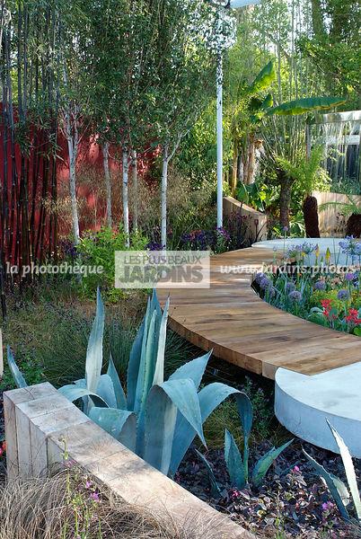 la phototh que les plus beaux jardins jardin m diterran en style contemporain passage. Black Bedroom Furniture Sets. Home Design Ideas