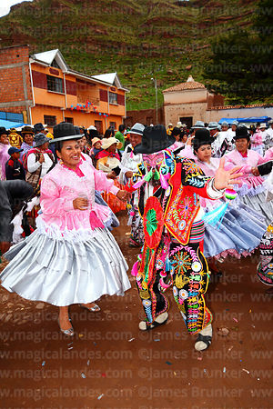 Ch'uta dancing with cholitas at San Antonio de Abad festival in Caquiaviri, Bolivia