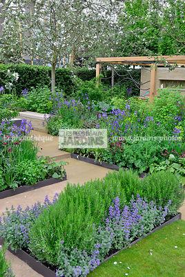 la phototh que les plus beaux jardins petit potager en carr urbain style champ tre. Black Bedroom Furniture Sets. Home Design Ideas