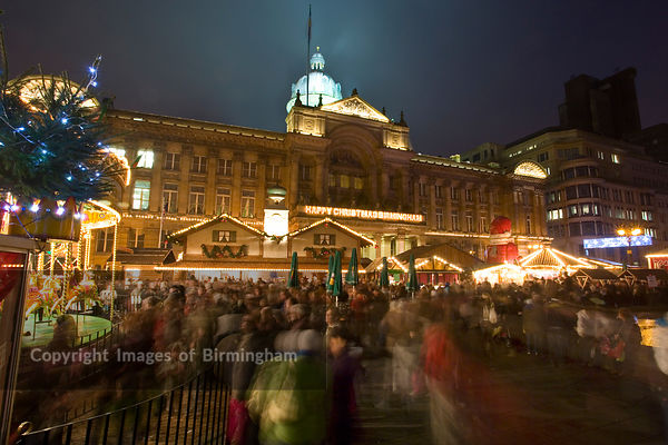 Christmas in Birmingham, England. The German Frankfurt Christmas Market in Victoria.  Council House to rear.